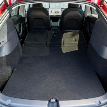 Tesla Model Y Performance   Kofferraum umgeklappt