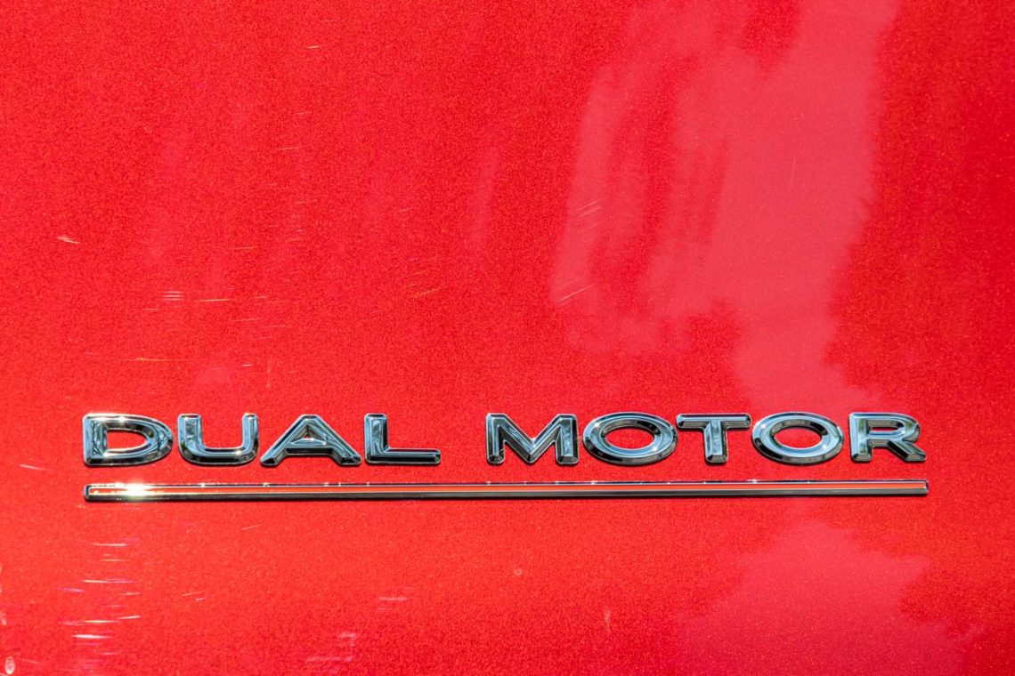 Tesla Model Y Performance   Dual Motor Schriftzug