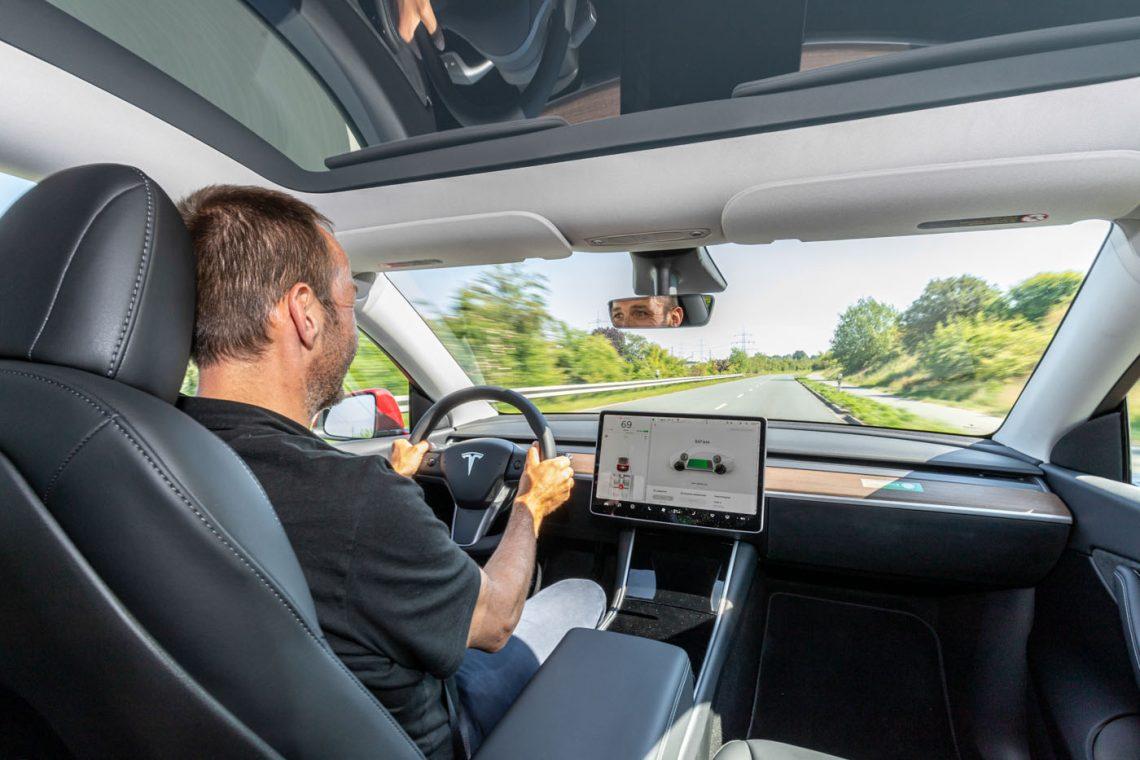 Tesla Model Y Performance   Cockpit