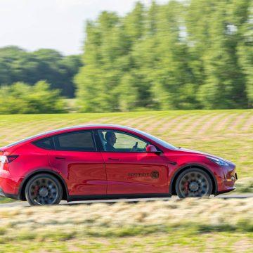Tesla Model Y Performance   Seitenansicht