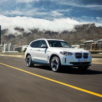 BMW iX3   schräg vorne