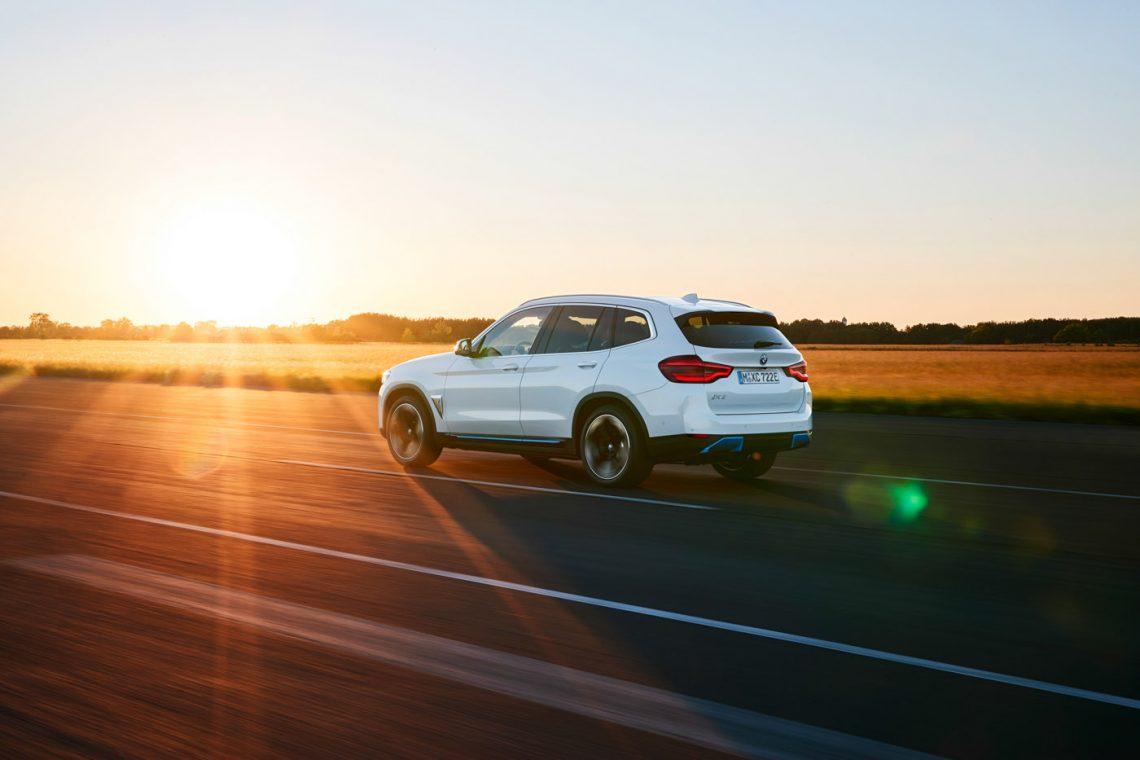 BMW iX3   Heckansicht
