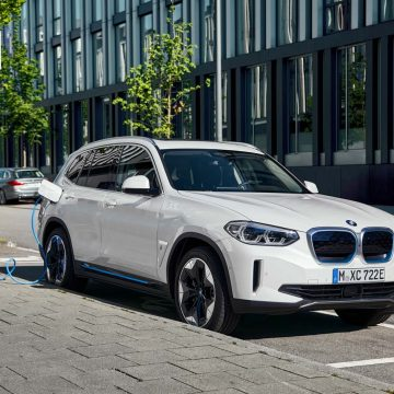 BMW iX3   An der Ladesäule